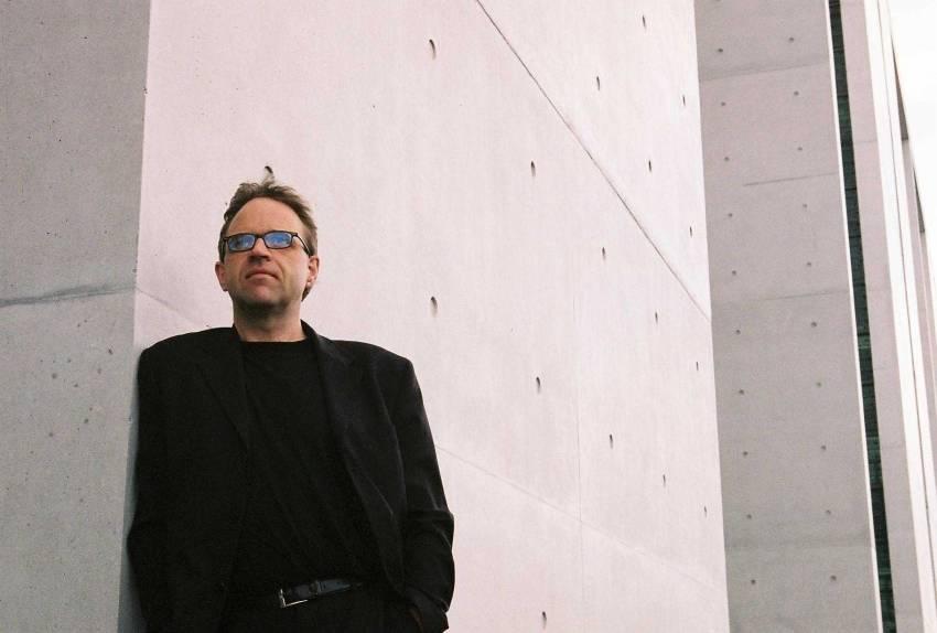 Pražský improvizační orchestr + Burkhard Beins